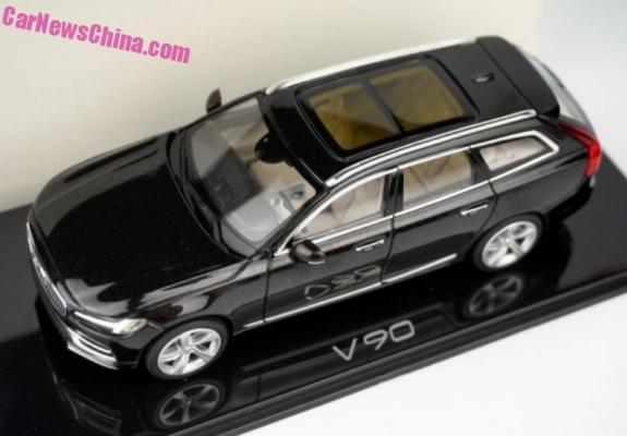 Volvo S90 bude i jako kombi V90. Prozradil to malý model