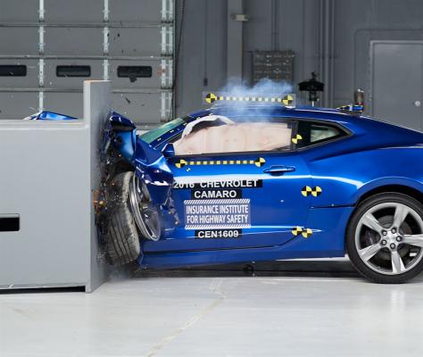 Ford Mustang, Chevrolet Camaro a Dodge Challenger v testech IIHS
