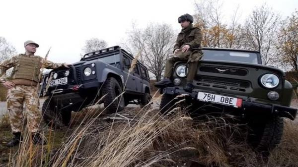 VIDEO: Land Rover Defender a UAZ Hunter v Krkonoších